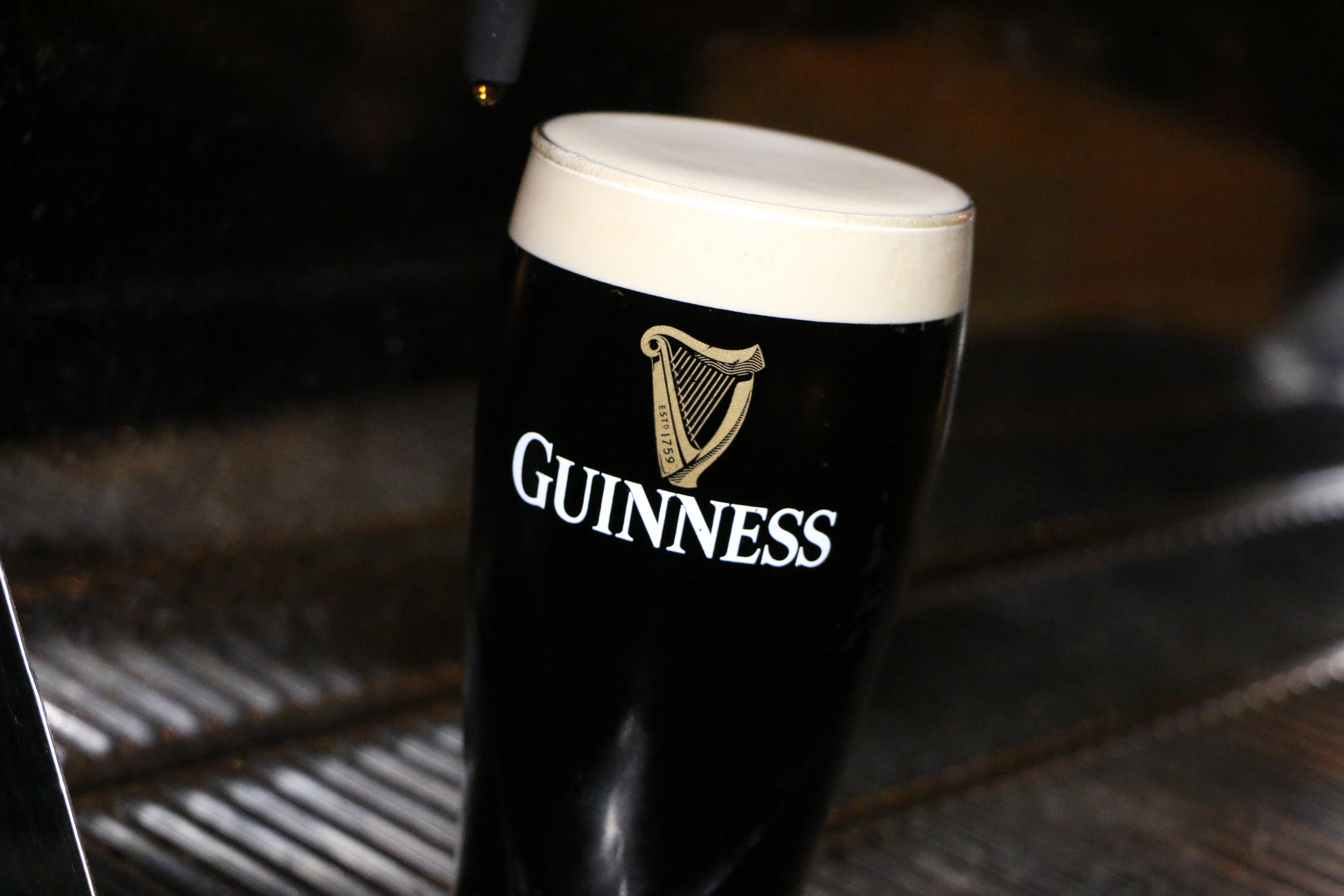 how to pour the perfect guinness